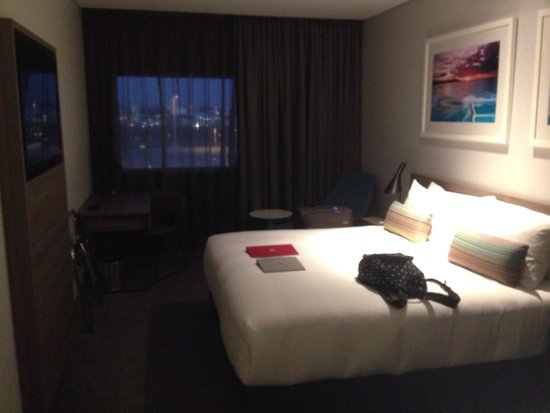 Rydges Sydney Airport Hotel: Large rooms with a huge king size bed