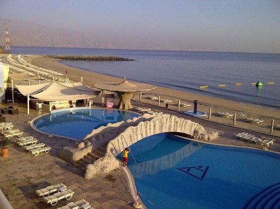 Radisson Blu Resort Fujairah: Adults pool and gorgeous sea view. Early at morning.