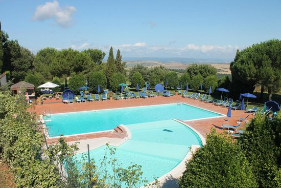 Hotel Palazzuolo: Swimming pool and D`Orcia Valley