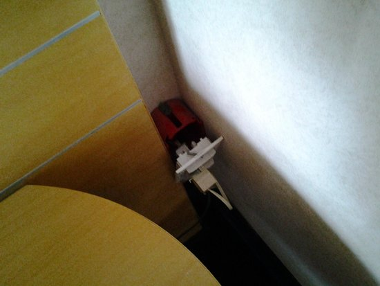 Nicotel Bisceglie : unprotected electrical socket