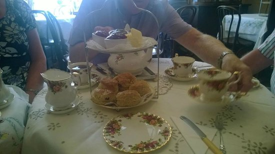 Mother's Little Vintage Tea Room: Cream tea