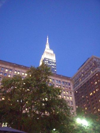 Courtyard New York Manhattan/Herald Square: Illuminated ESB!