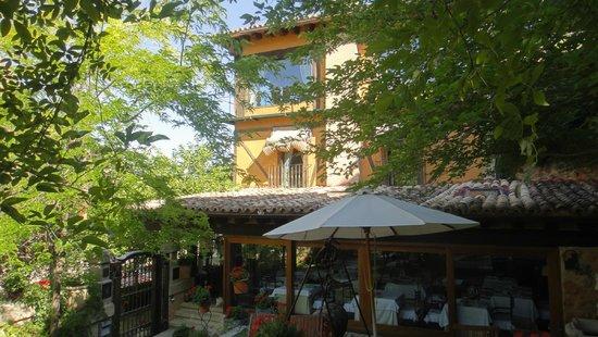 Posada Real de Santa Quiteria: Vue latérale terrace
