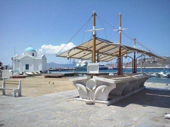 Mykonos Ammos Hotel: Beira mar em Chora