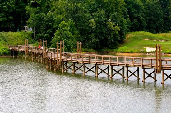 Stonewall Resort: Nice walking bridge to other activities and camping.