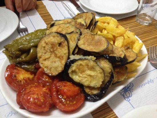 Can Mano: Légumes frais et frites maison