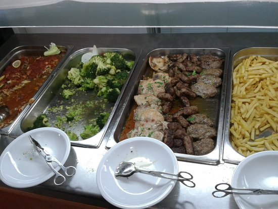 Solaris Hotel Niko: Salty and fatty foods, no healthy options