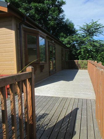 Ashbourne Heights Holiday Park: Lodge 3 side