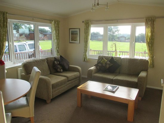 Ashbourne Heights Holiday Park: Living Room lodge 3