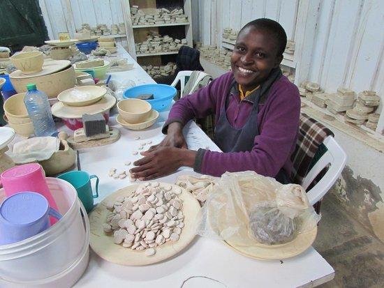 Kazuri Beads Factory : Creative Ladies!