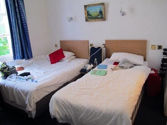 Whiteleaf Hotel: twin room taken from doorway