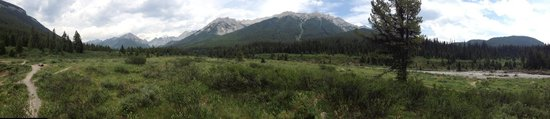 Ink Pots Hiking Trail: Panoramic from inkpots