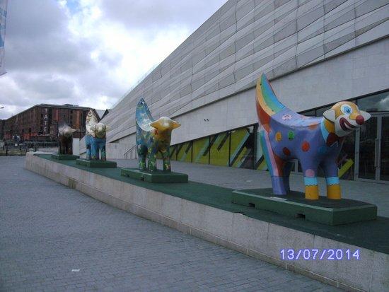 Museum of Liverpool: Superlambananas otside the Museum