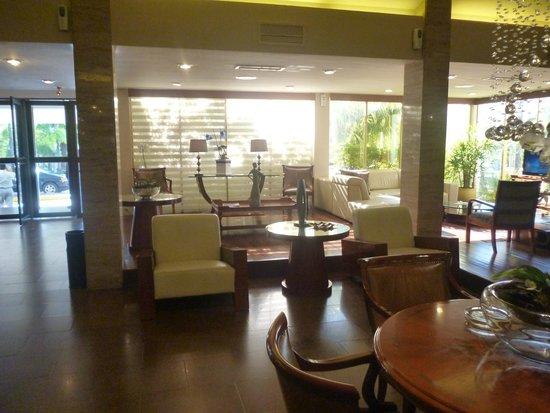 Los Tajibos Hotel & Convention Center: Hotel y alrededor