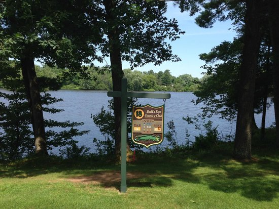 Bull's Eye Country Club: View of #18 from tee box with views of the Wisconsin River