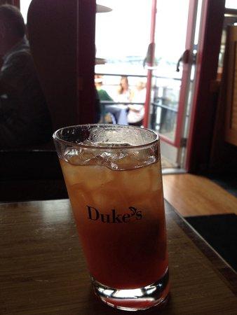 Duke's Chowder House: Nummy Mai Tai- it's the glass- not the photographer!