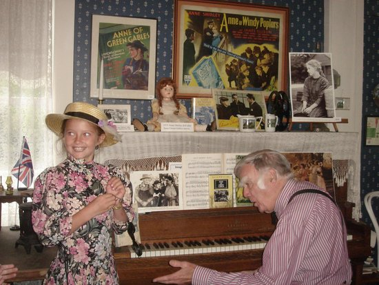 "Bala, Kanada: Ragtime Jack sings Happy Birthday to our ""Anne"""