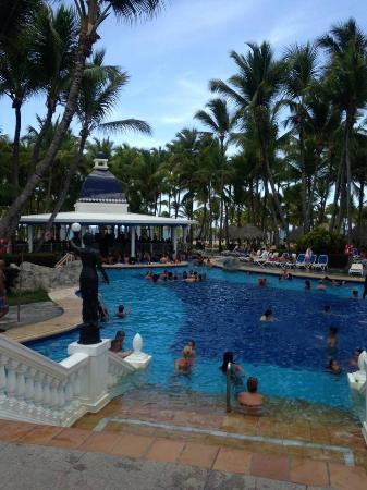 ClubHotel Riu Bambu: This is the busier pool with swim up bar