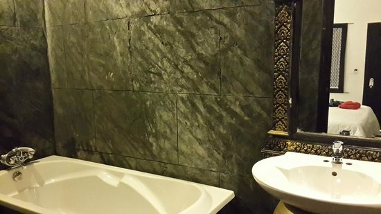 Petit Villa Boutique & Spa : Awesome bathrooms..loved the wooden flooring