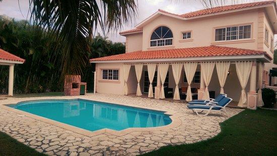 Casa de Paraiso: pool view