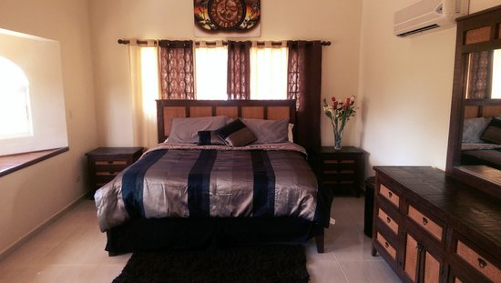 Casa de Paraiso: master bedroom