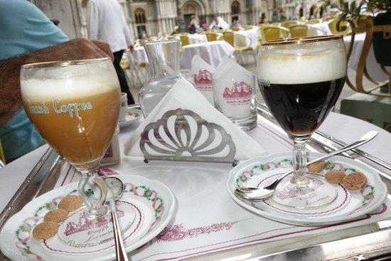 Piazza San Marco (Plaza de San Marcos): cafés!