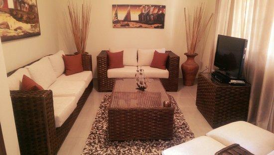 Casa de Paraiso: living room