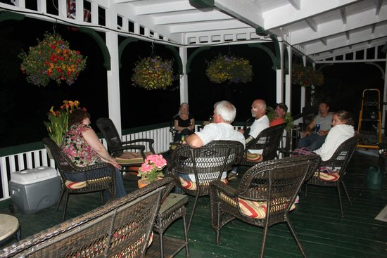 The Lake House at Ferry Point: Guests enjoying the evening