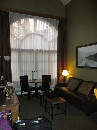Banff Caribou Lodge & Spa: Main living area