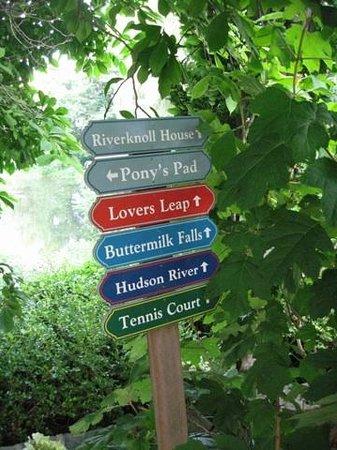 Buttermilk Falls Inn & Spa: Signage