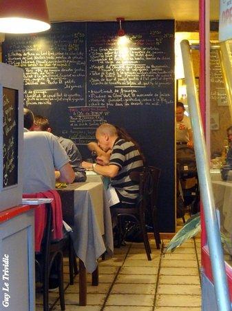 A L'ARDOISE : La première salle du restaurant