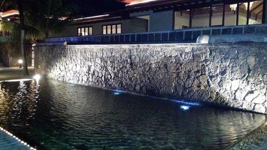 Tamassa Resort: The Waterfall outside reception