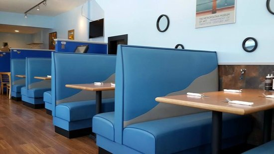 Topo Restaurant: Booth seating