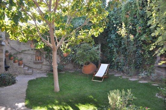 Assos Alarga, Bed and Breakfast: Assos Alarga garden