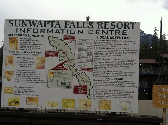Sunwapta Falls Rocky Mountain Lodge: right off the Icefields Pkwy