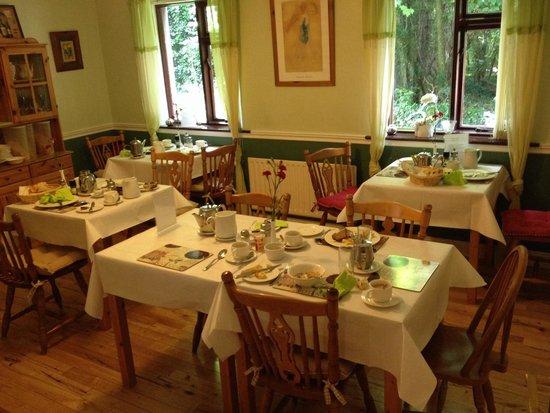 Woodside Lodge: Not a welcoming breakfast room