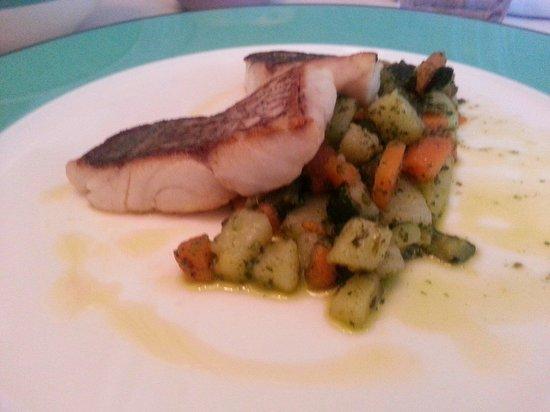 Terrazza Tiberio: Red snapper veggies with pesto sauce sooooooo good!!