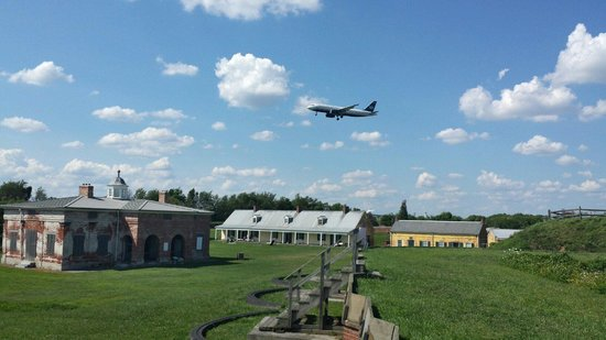 Fort Mifflin: Wave to the planes