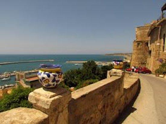 Menfi Beach Resort : VUE SUR LE PORT DE SCIACCA
