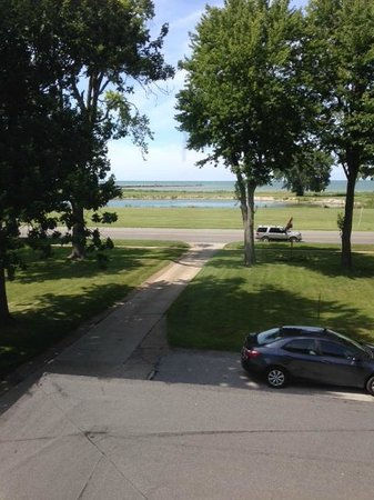 Bay Haven Inn : View of Lake Erie from Niagara room.