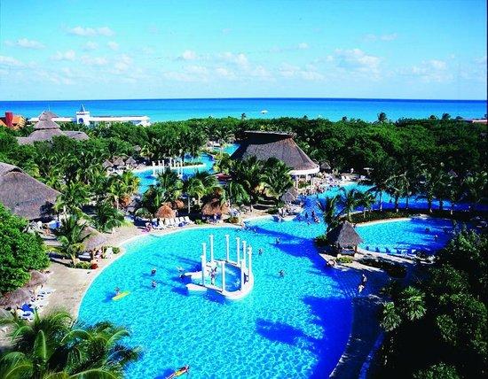 Iberostar Paraiso Maya: Paraiso Maya Pool Area - Awesome!