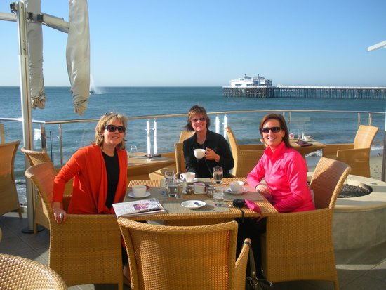 Carbon Beach Club Restaurant: Having Coffee at the Malibu Beach Inn/Carbon Beach Club