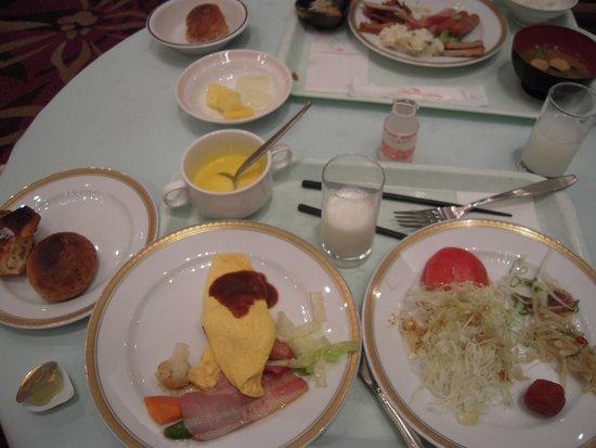 The Crown Plalace Hotel New Hankyu Kochi : 朝食バイキング