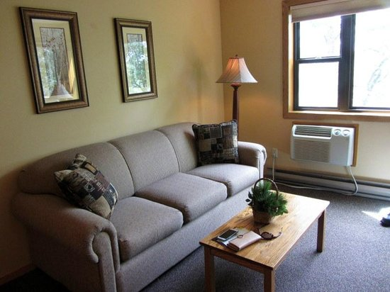 The Pointe Hotel & Suites : Living Room