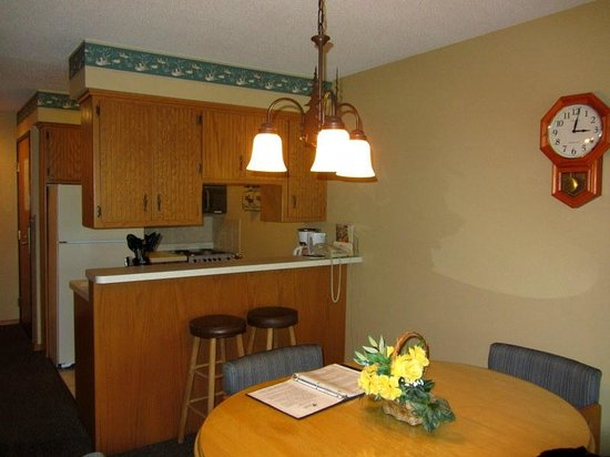 The Pointe Hotel & Suites: Kitchenette
