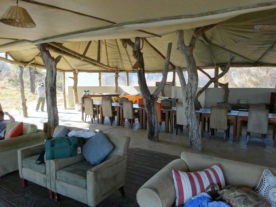 Lufupa Bush Camp: Lounge, Dining and Bar