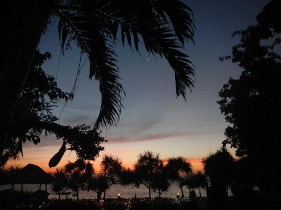 Lanta Miami Bungalows : Poolen kvällstid