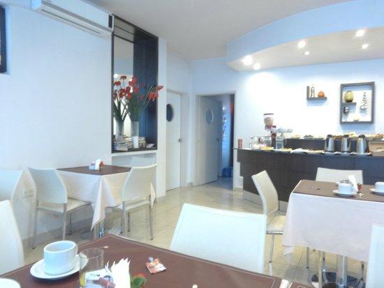 Hotel Polans: area de desayuno