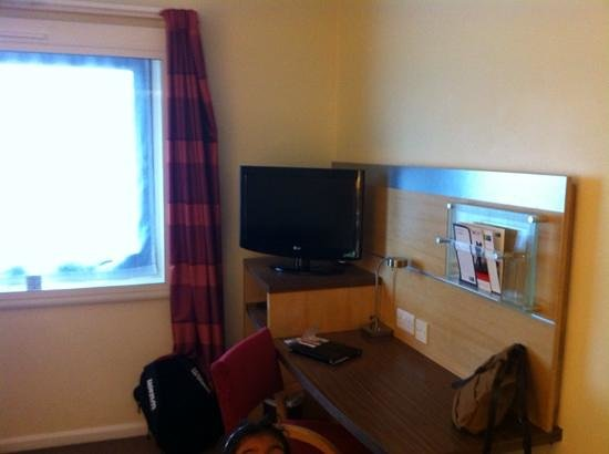 Holiday Inn Express London - Park Royal: TV