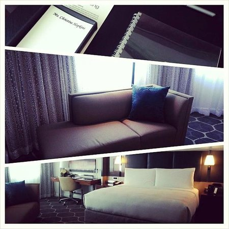 Royal Sonesta Houston Galleria: Corner Suite Level Room with Lovely Personalized Touches